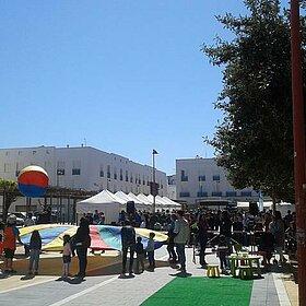 Talleres, Stands y Publico en Feria de I Semana Salud 16