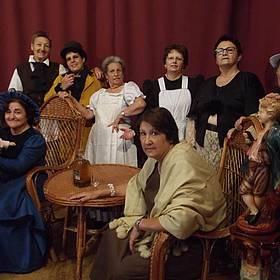 Grupo de Mujeres posando Teatro por Gerasa 2014